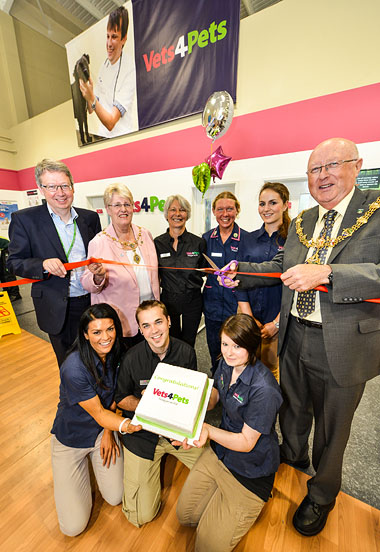 Milestone For Joint Ventures First Vets4pets Opens In A Pets At Home Store Veterinary Industry News Vetclick
